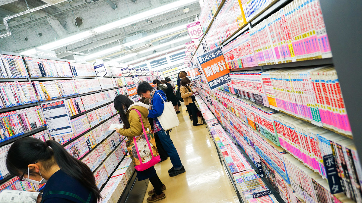 Секция манги для девушек в магазине Book Off (Осака)