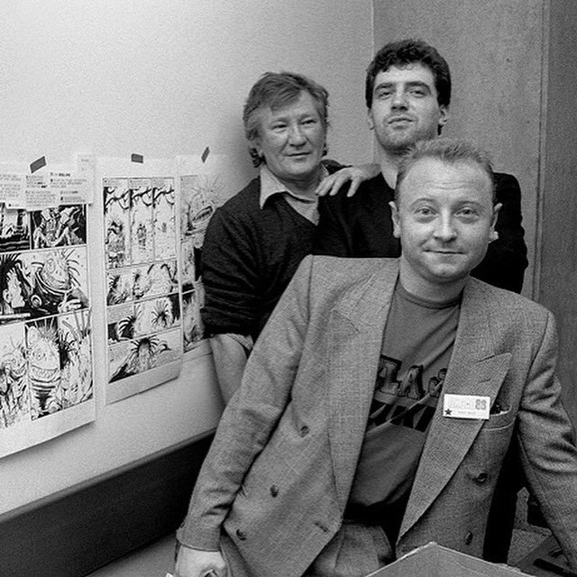 Том Фрейм, Бретт Юинс и Стив Диллон в редакции Deadline